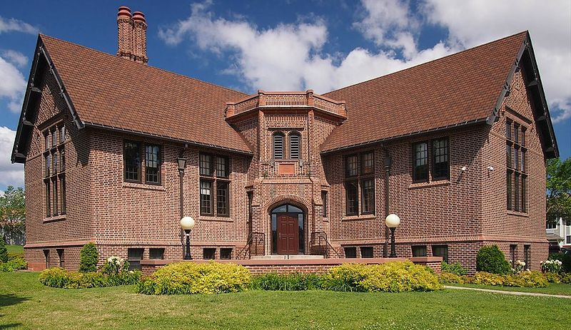 800px-Sumner_Branch_Library